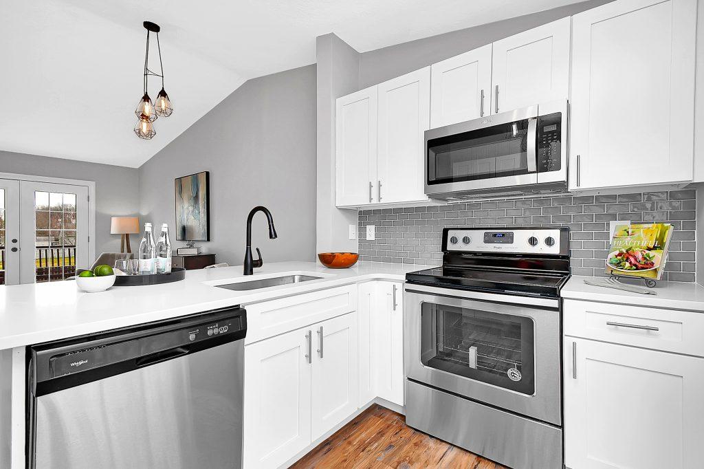 Kitchen 5968 Waterview Drive 12