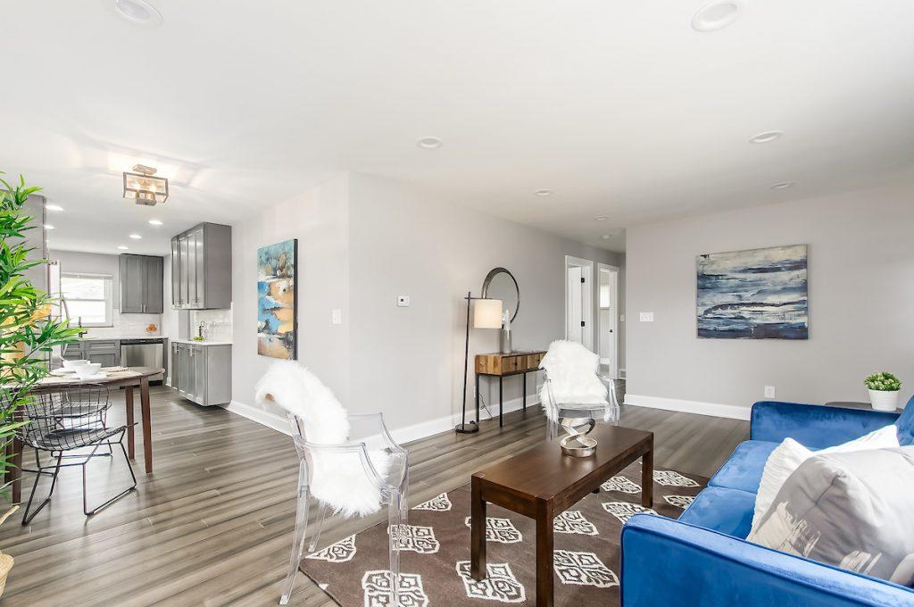 Living room 2 715 E Weisheimer Rd00007