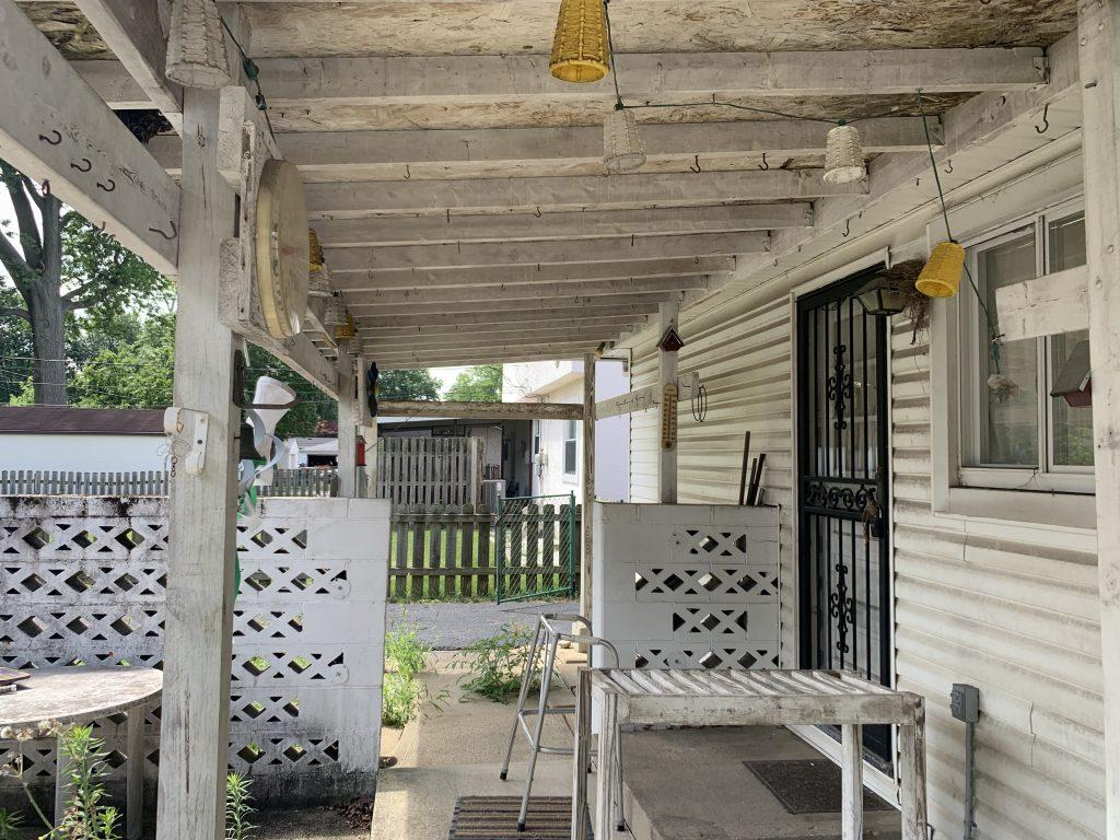 3816 Dorothy porch