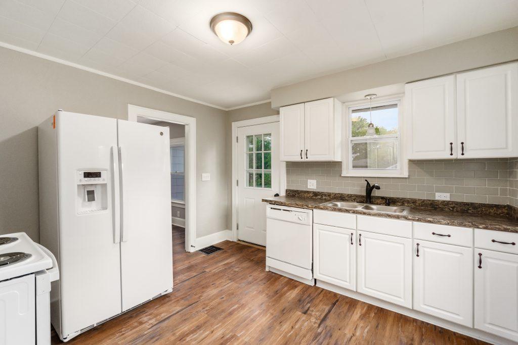 Kitchen 1573 Zettler Rd 038