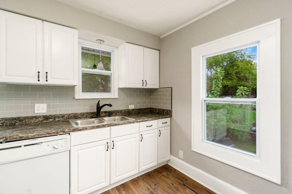 Kitchen sink 1573 Zettler Rd 044